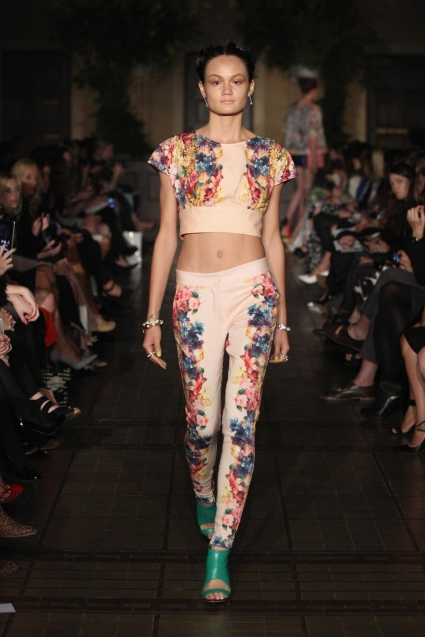 matching-floral-crop-t-tailored-pants
